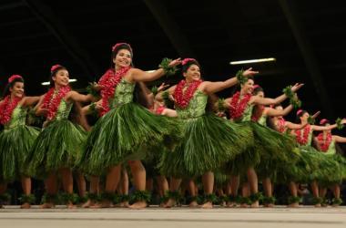 """2019 Merrie Monarch Festival, Hālau Kekuaokalāʻauʻalaʻiliahi; Kumu Haunani & ʻIliahi Paredes; Wailuku, Maui; Hula 'Auana Performance - """"Huelo"""""""