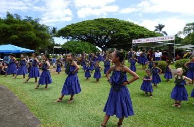 Mass hula fills Lili`uokalani Gardens (photo by A. Togashi)